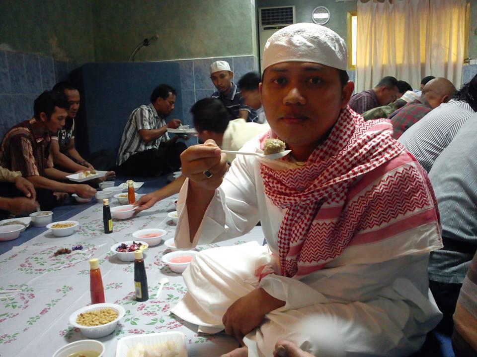 Menikmati Lebaran bersama di Wisma Alnuza Makkah (foto Abi Dawam)