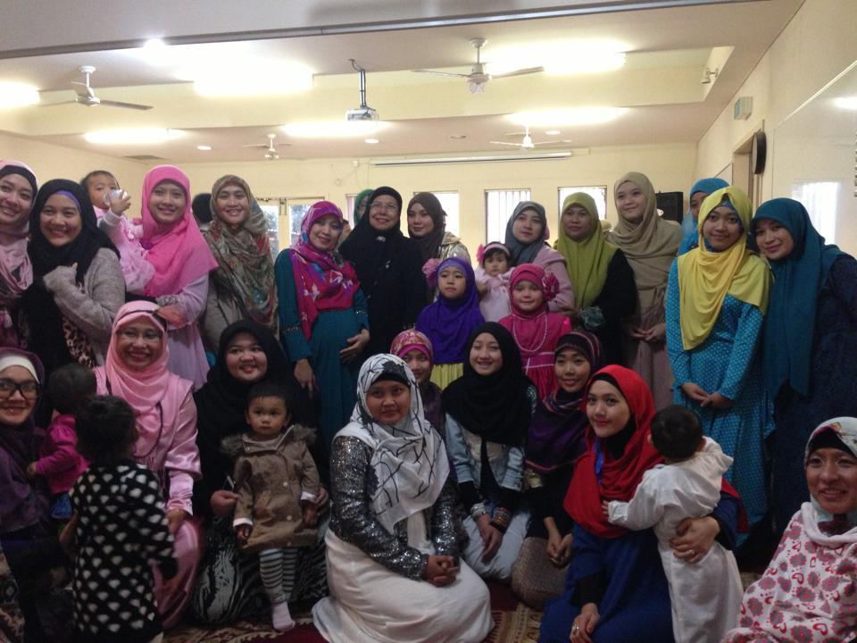 Warga LDII Australia di masjid Altona setalah Sholat Ied