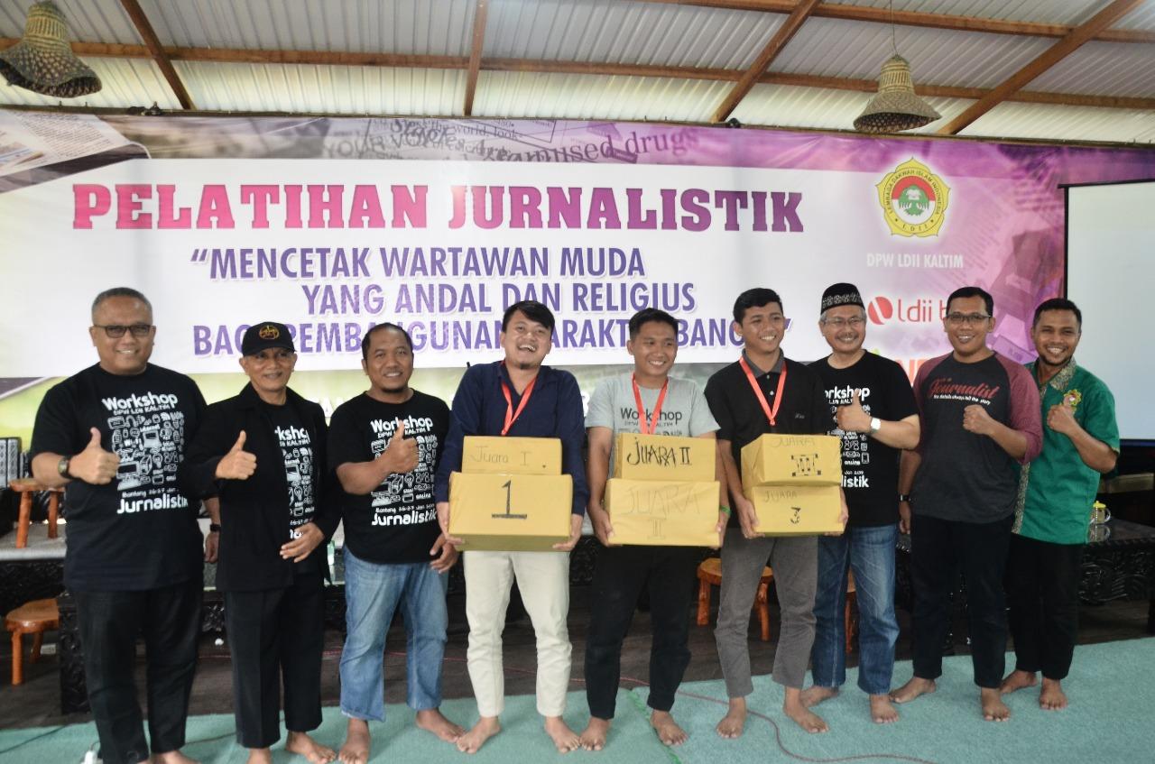 Kelompok peserta yang mendapatkan penilaian tinggi dan mendapatkan hadiah. Foto: Mifta/LINES