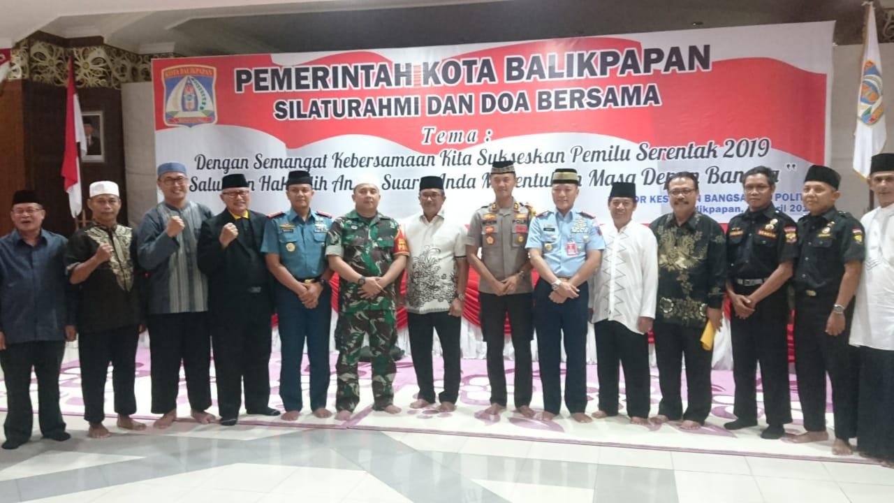 Silaturahmi dan Doa Bersama Wali Kota dan Forkopimda beserta organisasi masyarakat di Aula Pemkot Balikpapan, Kamis (11/4). Foto: LINES
