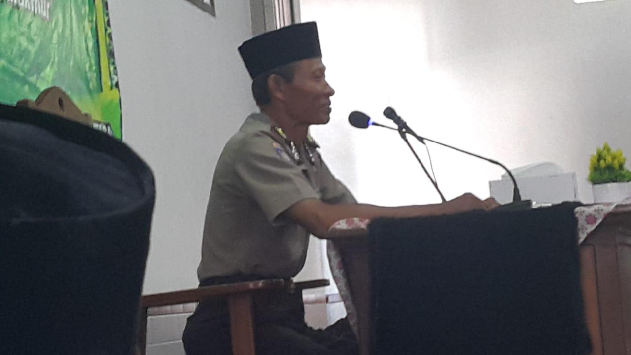 Perwakilan Polsek Balikpapan Utara saat tausyiah di Masjid Al Mabrur Jalan AW Syahranie Balikpapan, Minggu (15/12). Foto: LINES