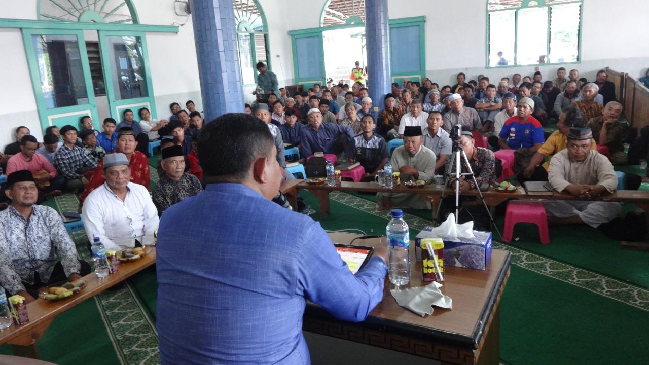 AKP H Sarbini di depan peserta pengajian di Masjid Baitul A'la Sepinggan, Minggu (15/12). Foto: LINES