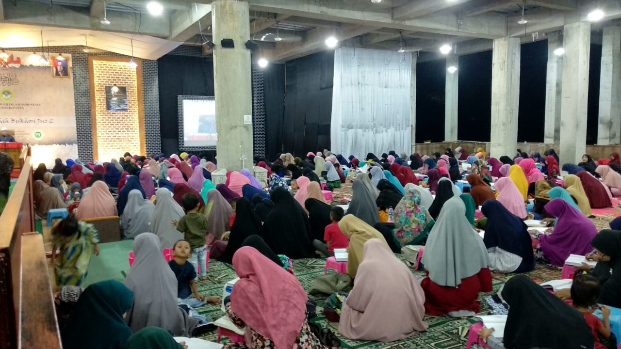 Ribuan peserta asrama Hadits Bukhori 2019. Foto: LINES