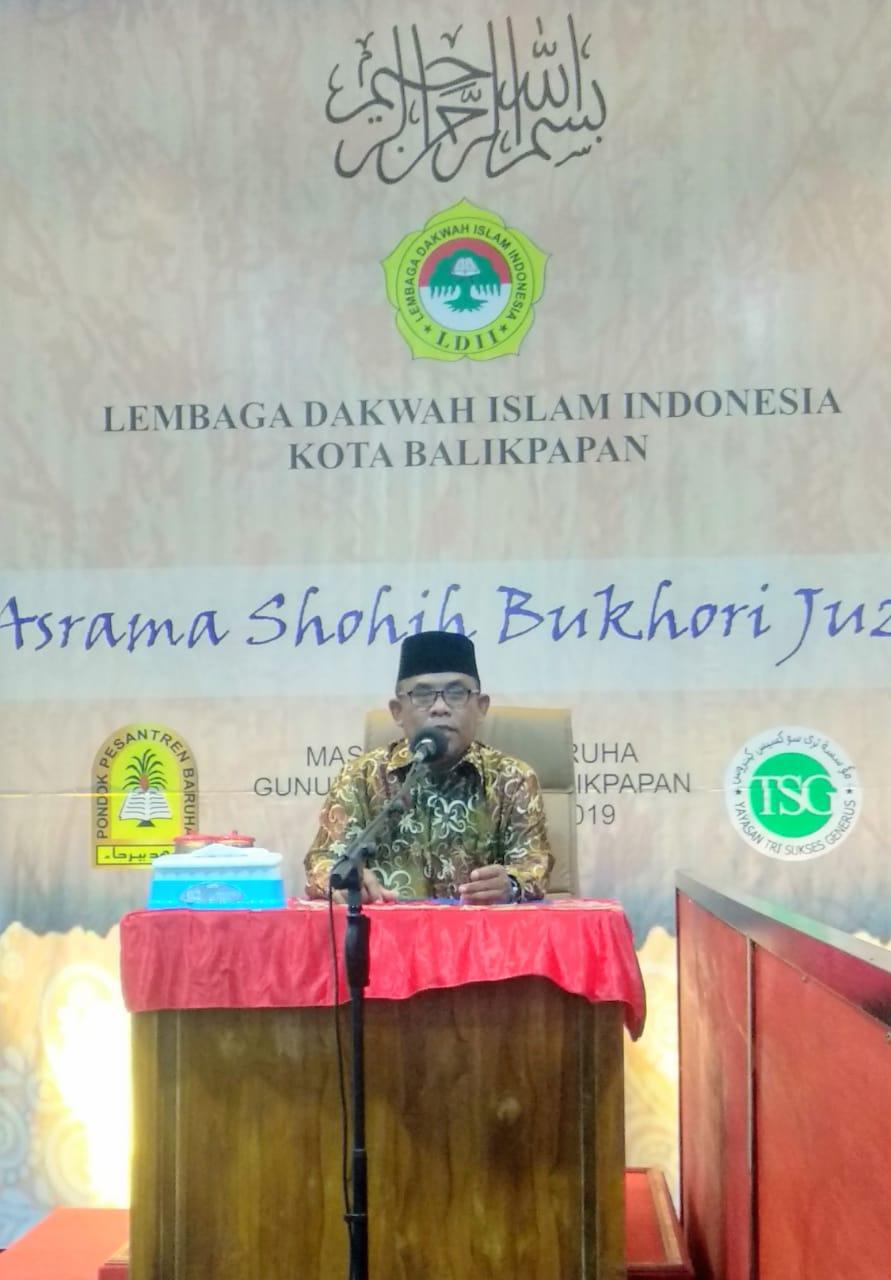 Sekretaris MUI Balikpapan Drs HM Jailani MSi saat menutup pengajian. Foto: LINES