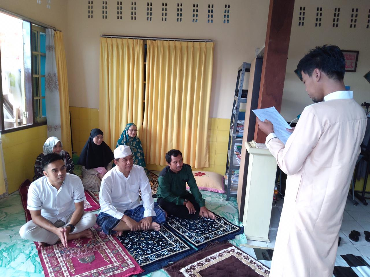 H Herry Fathamsyah Ketua LDII Balikpapan menyelenggarakan Salat Idulfitri di rumah saja, Minggu (24/5). Foto: dok. H Herry Fathamsyah