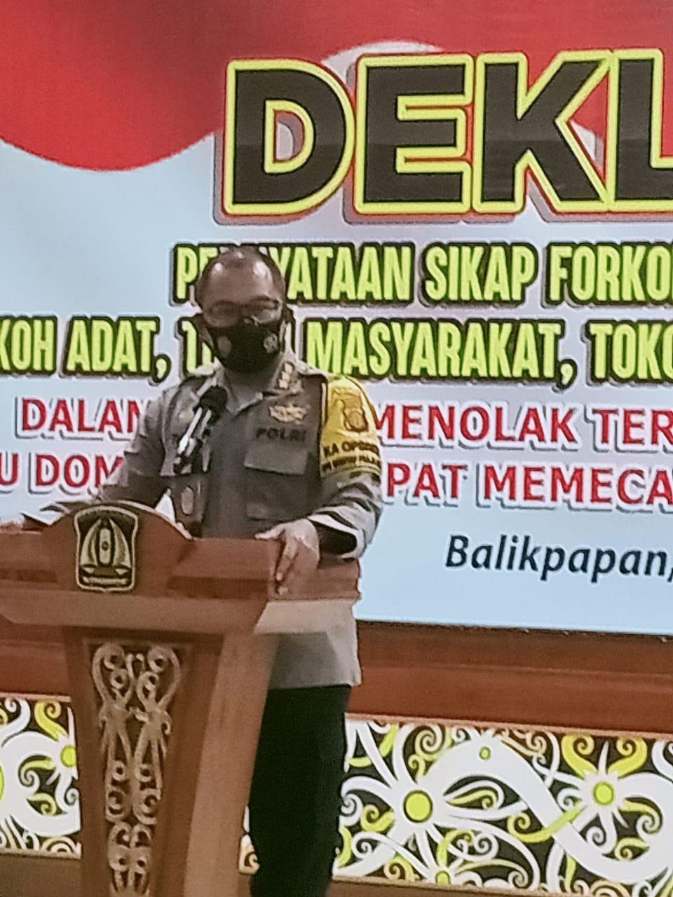 Kapolresta Balikpapan Kombes Pol Turmudi saat memberikan sambutan dalam deklarasi dan pernyataan sikap bersama menolak provokasi, Selasa (24/11). Foto: Istimimewa