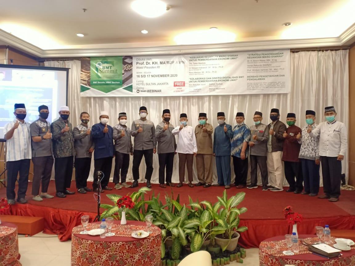 Panitia Webinar BMT Summit 2020 di Balikpapan, Senin (16/11). Foto: Zain
