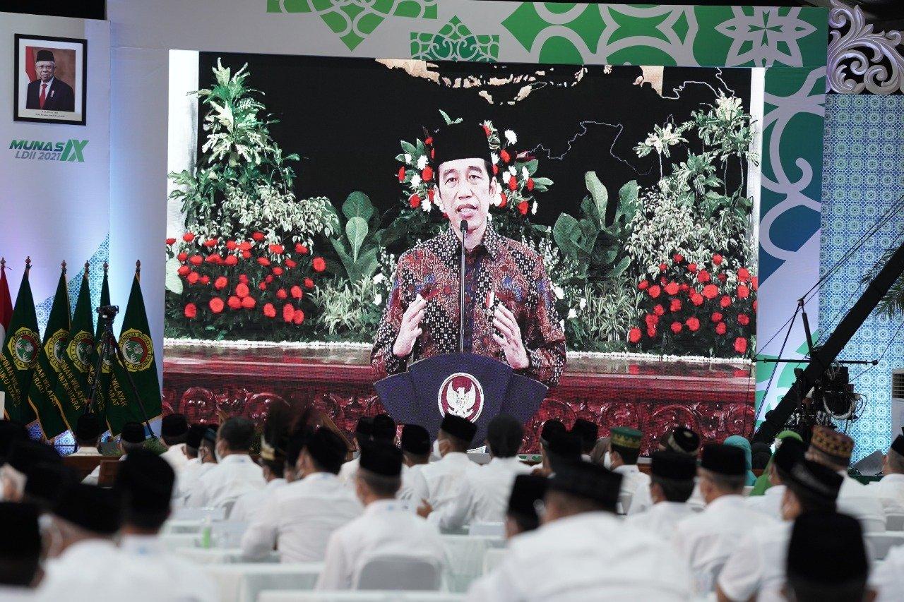 Presiden Joko Widodo membuka Musyawarah Nasional IX LDII secara Online di Ponpes Minhajurrosyidin Pondok Gede Jakarta Timur, Rabu (7/4). Foto: LINES